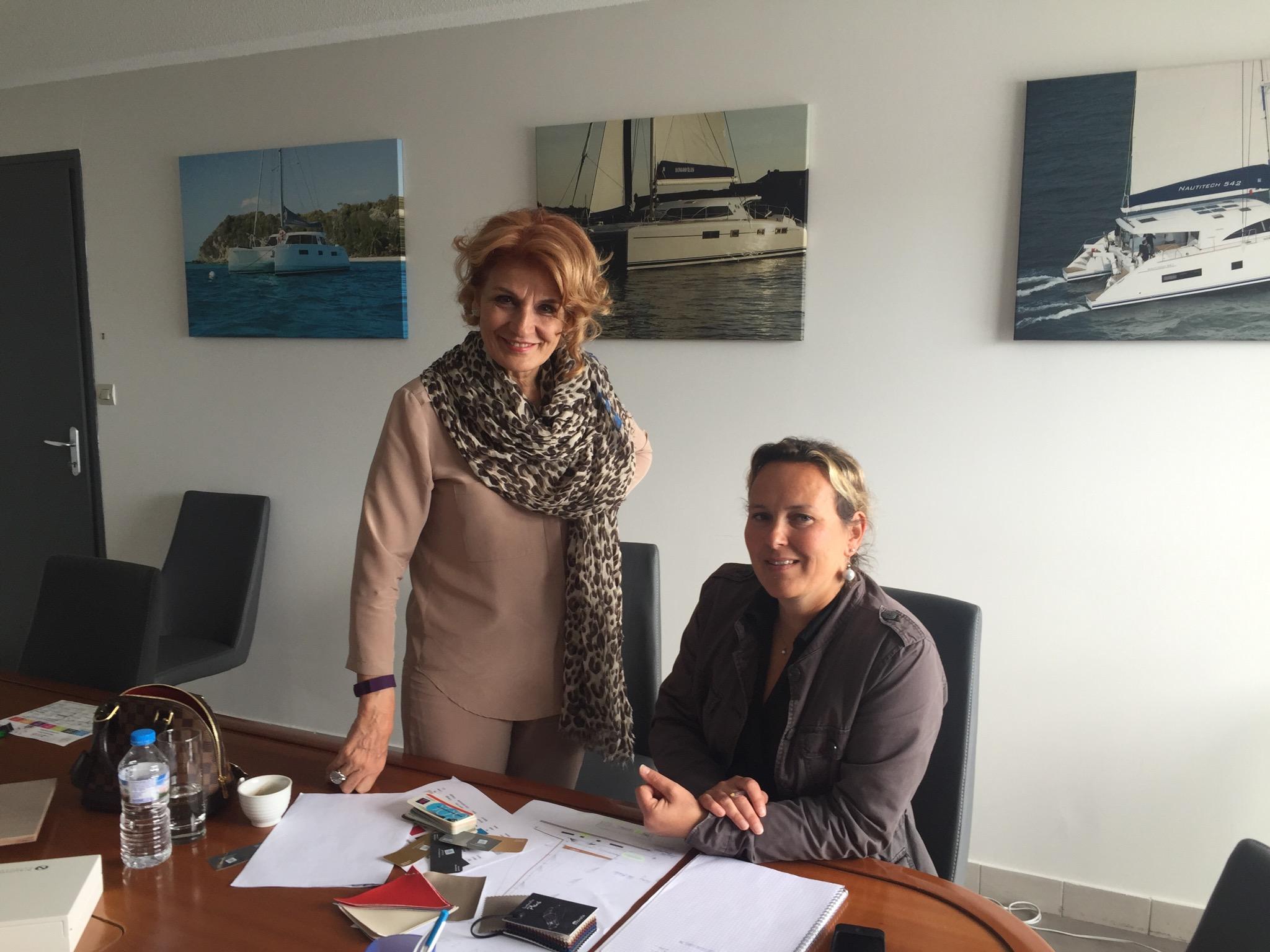Nautitech 'in Rochefort tersanesinde sevgili Catherine Briand ile teknenin renklerini seçiyoruz. Teşekkürler Catherine!